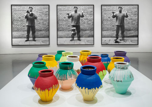 http://theviralmedialab.org/wp-content/uploads/2014/03/Ai-Weiwei-Dropping-a-Han-Dynasty-Urn-and-Colored-Vases1.jpg