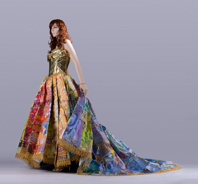 http://theviralmedialab.org/wp-content/uploads/2014/04/644px-The_Golden_Book_Gown_by_Ryan_Jude_Novelline.jpg